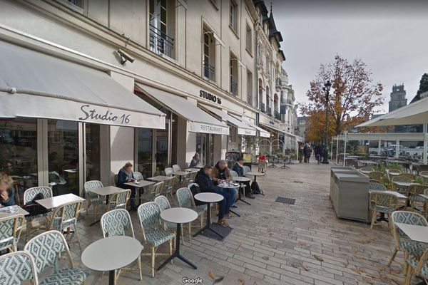 Le Studio 16 se trouve sur la place du Martroi, à Orléans. Capture d'écran Google Streetview