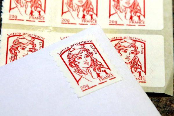 Le timbre rouge passera de 0,76 à 0,80 centimes d'euro.