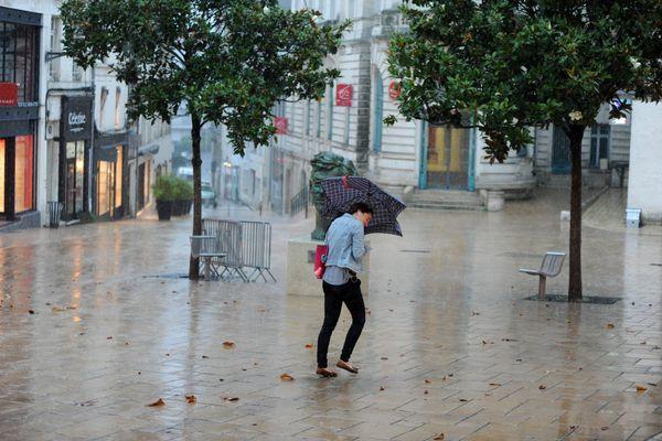 De forts cumuls de pluie sont attendus dans la nuit de vendredi à samedi.