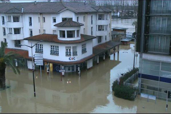 Dax inondée par une crue de l'Adour en janvier 2014.