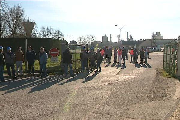 Les salariés de cagny à la sortie de l'usine ce jeudi 14 février 2019