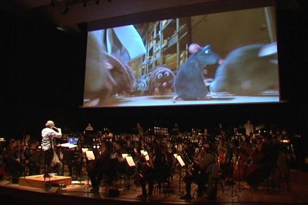 Ratatouille sur l'écran. Sur la scène : l'Orchestre National de Lille.