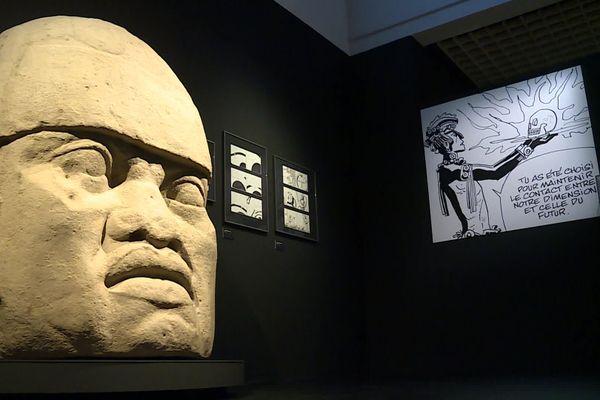 À travers ses voyages et ses lectures, Hugo Pratt a nourri son univers graphique, qui dialogue aujourd'hui avec la collection ethnographique du Musée d'Aquitaine.