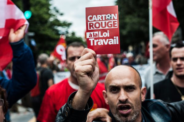 Plusieurs milliers de manifestants contre la loi Travail à Paris, le 28 juin 2016.