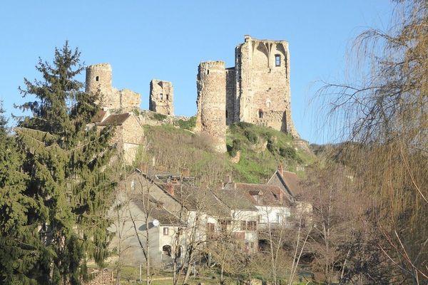 Le chemin de l'Aumance, dans l'Allier, une boucle de 8 km qui part de la rivière et monte sur le plateau en longeant la forteresse pour rallier le hameau de Châteloy, ancien site gaulois... avant de revenir à Hérisson en longeant la rivière.
