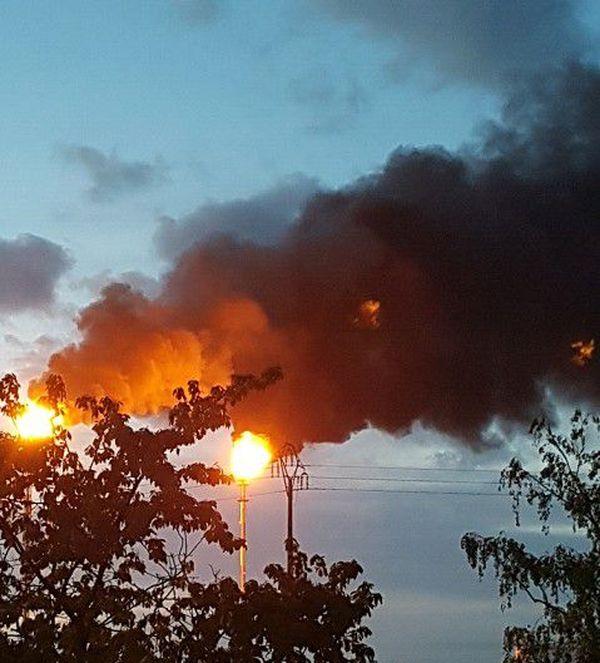 Photo des torchères de la raffinerie prise le matin du 1er mai par l'association de riverains