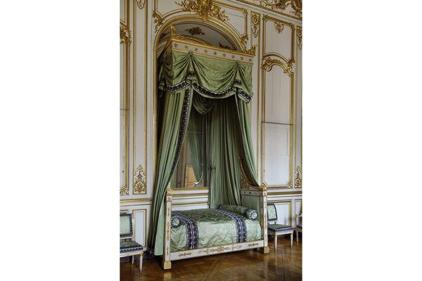 La chambre de l'empereur au palais Rohan. Napoléon n'a en réalité jamais dormi dans ce lit livré en 1809.