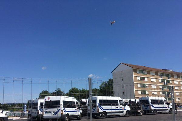 Véhicules de police au quartier La Bastide, à Limoges