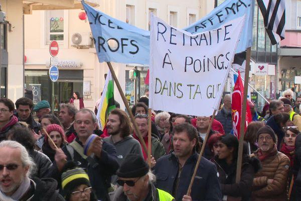 Ils demandent toujours l'abandon de la réforme des retraites. A Lyon, Saint-Etienne ou encore à Valence la mobilisation peut paraître s'essouffler, il n'en reste pas moins que les syndicats sont déterminés à ne rien lâcher.