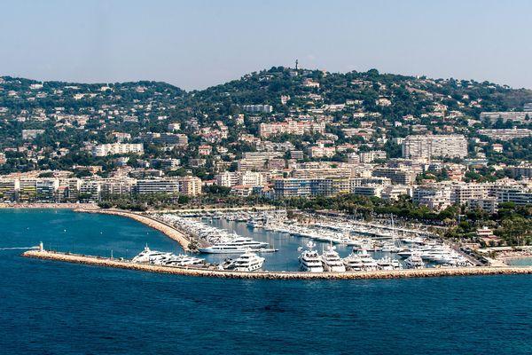 Pour un logement à Cannes, comptez 4692 euros le m2.