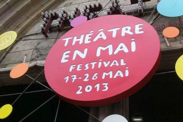 """Le parvis Saint-Jean à Dijon est le lieu central du festival """"Théâtre en Mai""""."""