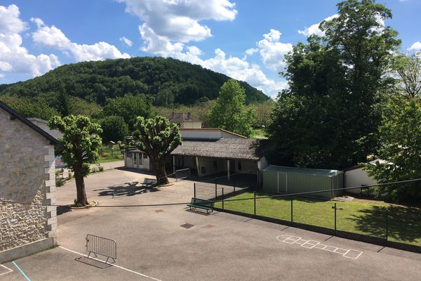 C'est au bas de cette Colline à Condat-sur-Vézère en Dordogne que l'interpellation du forcené a eu lieu après échanges de tirs