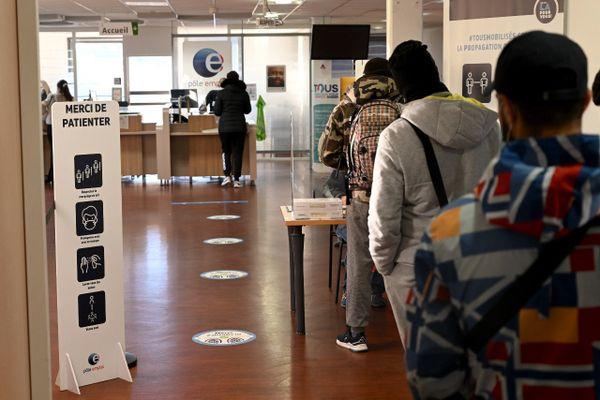 Six millions de personnes recherchaient officiellement un travail fin 2020 en France