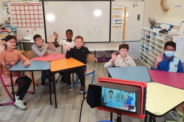 Les élèves de la classe ULIS à l'école Jacques-Prévert des Herbiers (Vendée)