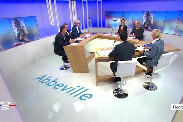 Pour le débat des municipales 2020, autour de Zohra Hamdane, 5 des 6 candidats : Patricia Chagnon (Rassemblement National), Pascal Demarthe (UDI), Aurélien Dovergne (sans étiquette), Michel Kfoury (sans étiquette), Angelo Tonolli (Union de la Gauche).