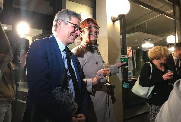 Anne Vignot et Nicolas Bodin fêtent la victoire aux élections municipales 2020.