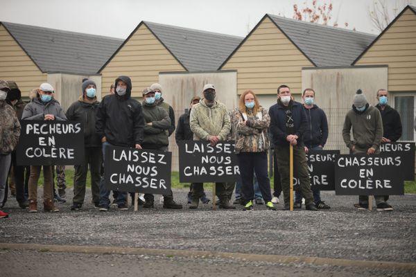 Les chasseurs contestent l'interdiction de la chasse au gibier d'eau pendant le confinement.