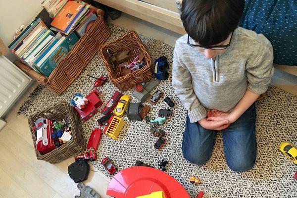 Pour Gabin, comme pour les autres enfants, le jeu est une parenthèse essentielle en cette période de confinement.