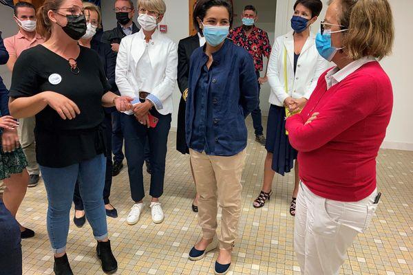 La secrétaire d'État à la Jeunesse Sarah El Haïri était en visite à La Roche-sur-Yon et Les Sables-d'Olonnes ce 2 août.