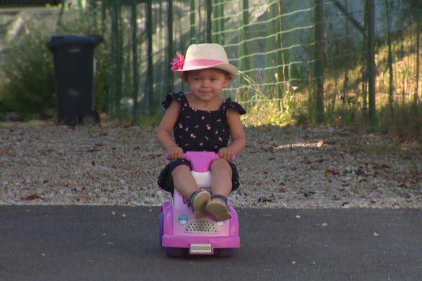 La jeune Chloé lutte contre un cancer rare.