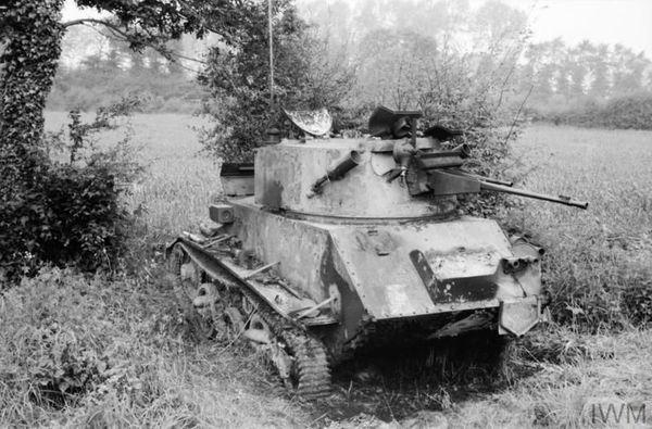 Un char britannique léger Vicker Mk VIC détruit entre Huppy et Sain-Maxent, près d'Abbeville, le 27 mai 1940.