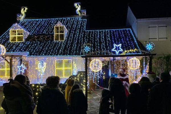 La maison illuminée de Pierre et Cheryl à Saint-Ay