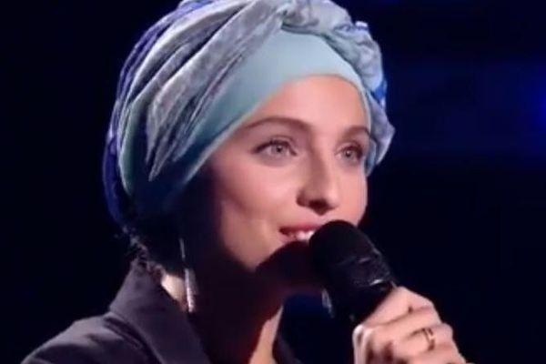 """La chanteuse Mennel Ibtissem dans l'émission """"The Voice"""" de TF1, diffusée le 3 février 2018"""