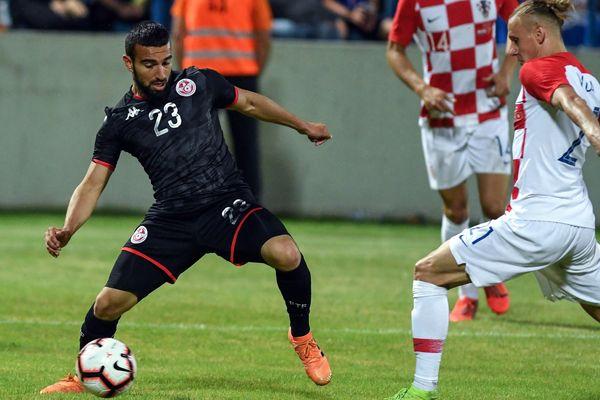Naïm Sliti (gauche) aux prises avec le finaliste de la Coupe de Monde 2018 Domagoj Vida, lors du match amical qui opposait la Tunisie à la Croatie (victoire de la Tunisie 2-1).