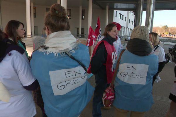 Les personnels du service gériatrie en grève à l'hôpital de Besançon le 4 décembre 2019