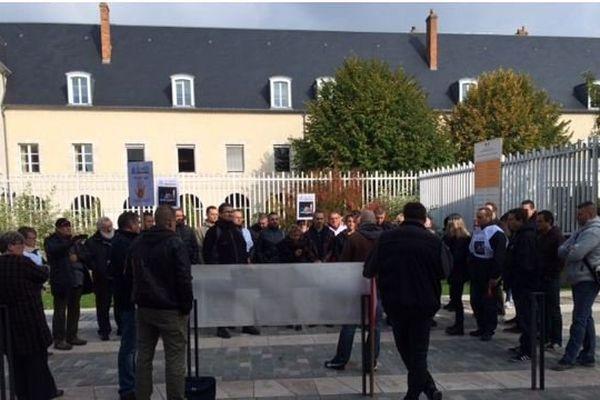 Une trentaine de policier devant le tribunal de grande instance de Montargis