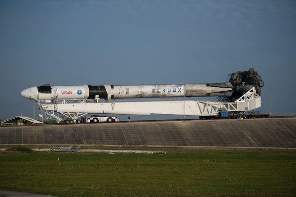 La fusée Falcon 9 avant son arrivée au pas de tir à Cap Canaveral
