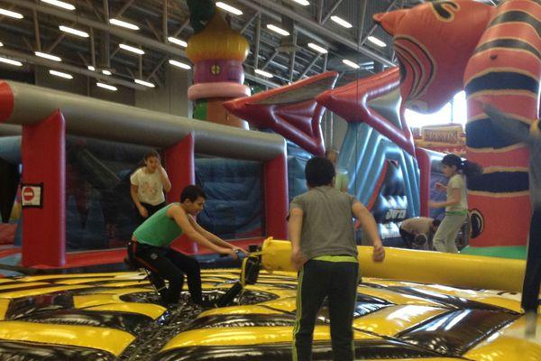 A Clermont-Ferrand, Polydôme s'est transformé en parc de loisirs géant pour les enfants jusqu'au 7 janvier.