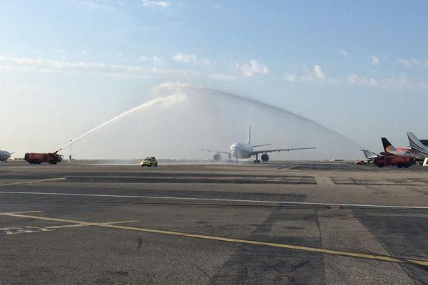Arrivée, à l'aéroport de Nice, du 1er vol en provenance de Pékin, le vendredi 2 août
