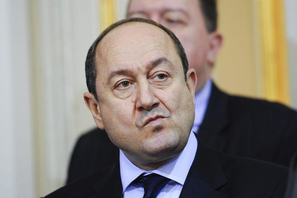 Bernard Squarcini, haut fonctionnaire français, ancien commissaire de police et préfet. Il a été notamment chargé, au cours de sa carrière, du renseignement antiterroriste en Corse, au Pays basque et sur l'Islam radical.