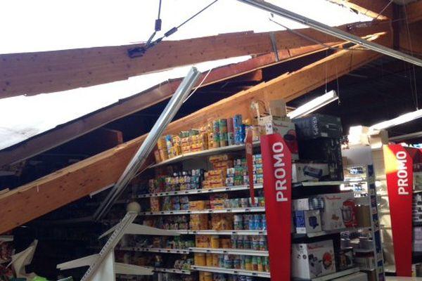 Le toit a cédé sous le poids de l'eau