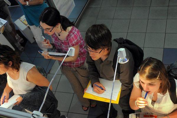 Mercredi 2 octobre, si vous êtes étudiant et à la recherche d'un petit boulot, munissez-vous de vos CV et venez à l'Espace Info Jeunes de Clermont-Ferrand. / © MICHEL VIALA / MAXPPP