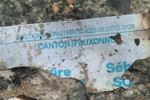 Des bulletins de vote et des professions de foi ont été découverts brûlés à Tart, en Côte-d'Or.
