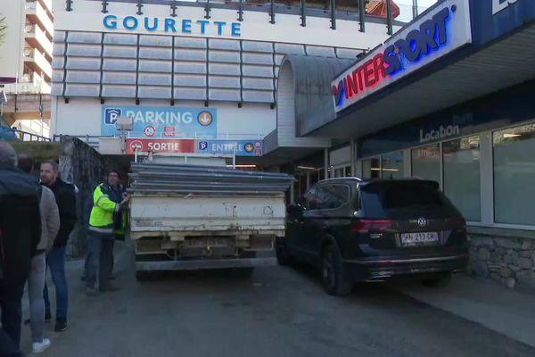 L'entrée du parking du Valentin à Gourette sera barrée à partir de ce vendredi soir 18 h, le temps d'installer des étais métalliques renforçant la structure