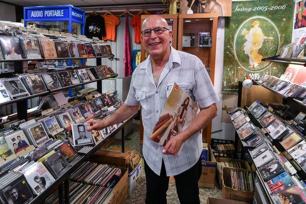 Jean-Louis Maisin, dans son magasin de Chambéry.