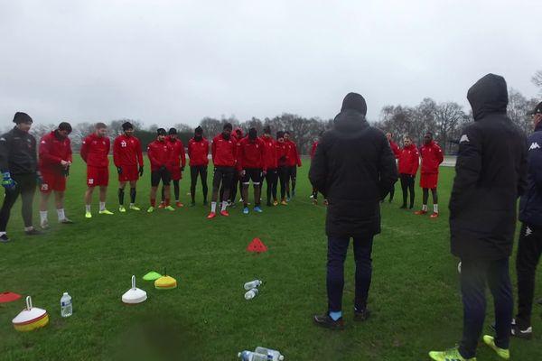 Les joueurs du FC Rouen dans l'attente de la reprise du championnat