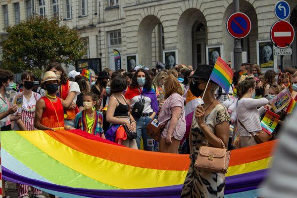 Après une édition 2020 annulée à cause du Covid, la marche des fiertés à Arras a rassemblé près de 1 000 participants samedi 12 juin.