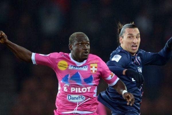 La défense d'ETG (ici Djakaridja Kone) est restée impuissante face à la tornade Ibrahimovic.