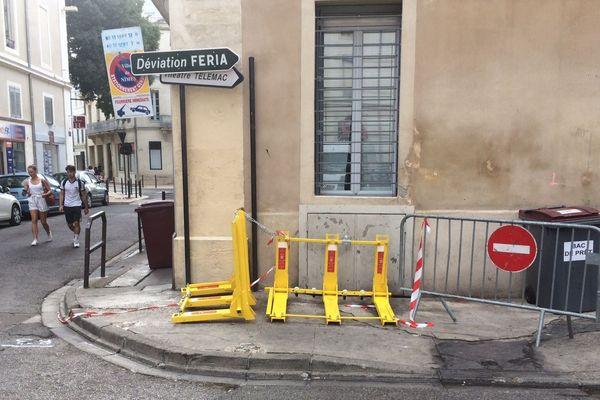 Cette nuit, une voiture a foncé dans la foule pendant la féria, à Nîmes. Deux personnes sont légèrement blessées.
