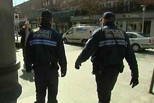 Deux policiers municipaux dans les rues de Dunkerque