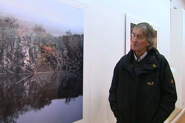 Depuis quarante ans, Nils Udo, artiste allemand, expose ses oeuvres dans le monde entier. Il est de retour à Clermont-Ferrand. Où il présente une série de photos réalisée l'an dernier dans le Massif Central.