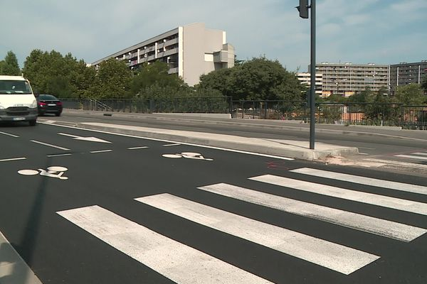 Passage piéton où une dame de 77 ans a été renversée par un motard qui effectuait une roue arrière