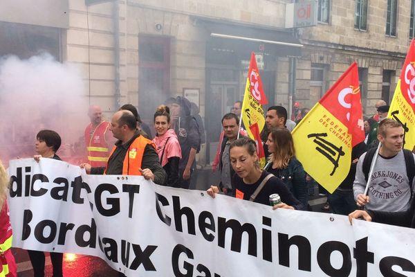 Fumigènes et militants de la CGT cheminots