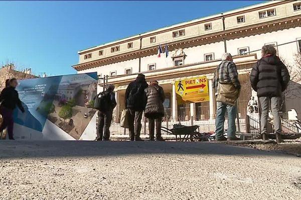 Les travaux fleurissent dans le centre d'Aix-en-Provence pour un piétonnisation future, mais les commerçants commencent à saturer en voyant la fréquentation de leurs commerces baisser.