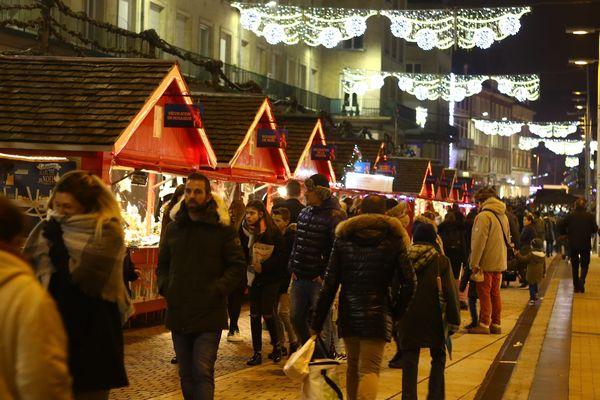 Le marché de Noël d'Amiens, situé dans le centre-ville, est le plus grand du Nord de la France.