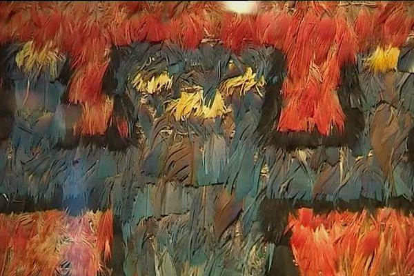 Les oeuvres en plumes du musée d'Auch sont exposées à Paris jusqu'au 29 janvier.